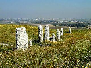 Gezer_standing_stones2_tb_n042600